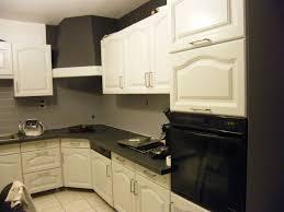 peinture meuble cuisine bois repeindre meuble cuisine chene une en relooker of lzzy co