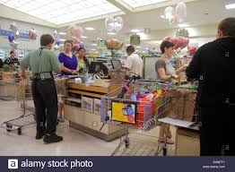 publix grocery store employee stock photos u0026 publix grocery store
