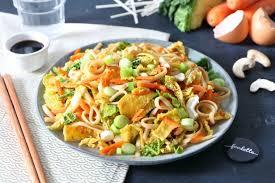 cuisiner au wok wok de nouilles sautées à la cantonaise la recette de wok de