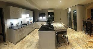 cuisine plus merignac cuisiniste merignac cuisine noir laque plan de travail bois alacgant