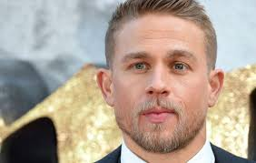 how to get thecharlie hunnam haircut charlie hunnam was offered a part in game of thrones nme
