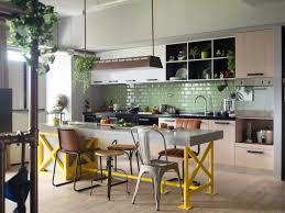 chaises cuisines cuisine rustique contemporaine 50 idées de meubles en bois