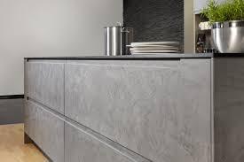 cuisine en beton cuisine équipée effet béton ciré par beeck