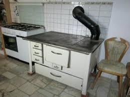 holzherd küche wie kocht und bäckt mit einem oma holzherd