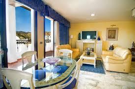 chambre suite avec chambre suite avec vue sur la mer hôtel servigroup montíboli