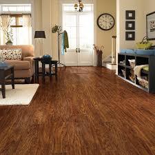 Laminate Flooring Amazon Traditional Living Premium Laminate Flooring Handscraped Oak 1