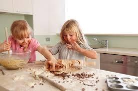 faire la cuisine faire la cuisine avec les enfants quel bonheur