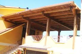 tettoia in legno per terrazzo coprire terrazzo con tettoia pergole coperture classiche copertura