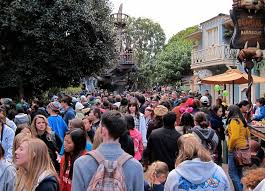 the best days to go to disneyland in 2018 is it packed real