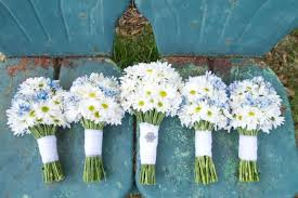 wedding flowers on a budget white wedding bouquets inexpensive wedding flowers for