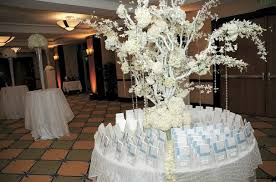 White Centerpieces 28 Round Table Centerpieces In Different Styles Everafterguide
