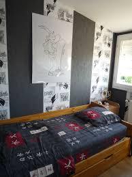 modele tapisserie chambre papier peint chambre vintage coucher beige peinte en bleu garcon ado