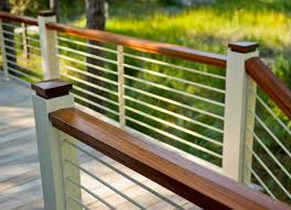 aluminum deck rail with horizontal railing and with white color