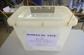 tenue d un bureau de vote présidentielle les français d abidjan de dakar et de libreville