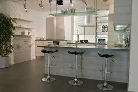 cuisine effet bois aménager une cuisine moderne effet bois structuré aubagne bouches