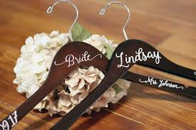 personalized wedding hangers personalized vinyl bridal hanger weddings by mae