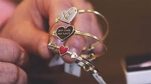 valentines day gifts s day gift ideas from jewelry and booze experts fox news