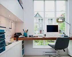 installer sur le bureau la fabrique à déco un coin bureau à la fenêtre idées d