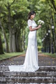 robe de mari e pr s du corps élia robe de mariée sirène fourreau avec traine fluide
