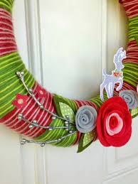 precocious paper yarn wreath chickaniddy crafts a video