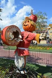 Halloween Decorations Usa by First Week Of Fall See Seasonal Decor On Main Street U S A At