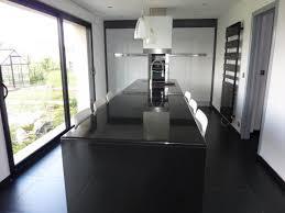 cuisine noir laqué cuisine béta laque brillante métalisée et granit noir absolu