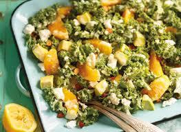 cuisiner le chou frisé salade d agrumes de chou vert frisé et d avocat recette plaisirs