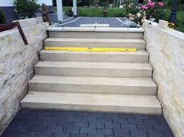treppe einschalen sandstein außentreppe betontreppe mit sandstein belegen