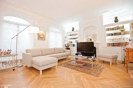 cuisine style flamand salon lumineux canapé d angle blanc parquet clair meuble télé