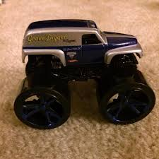 grave digger legend monster truck grave digger the legend 1 64