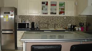 tests temporary backsplash tiles from 2017 and peel stick for