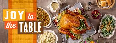 thanksgiving table with turkey thanksgiving recipes cooking tips h e b