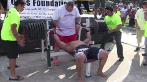 man tries to bench press 725 lbs when he can u0027t do 405 lbs by