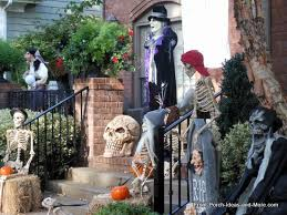 Halloween Yard Decorations Dog Skeleton by Scary Halloween Decorations For Young And Old Alike