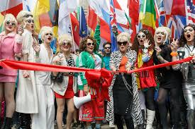 parade ribbon file pride in london 2016 saunders and joanna lumley as