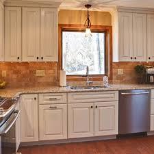 White Kitchen Cabinet Design Ideas by Best 25 Painting Oak Cabinets White Ideas On Pinterest Painted