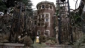 airbnb mansion los angeles american horror story s murder house available for airbnb rental