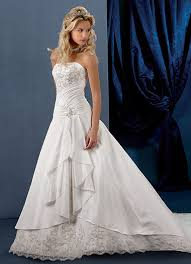 wedding dresses 2010 unique wedding ideas