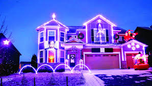 Four Lights Houses 10 000 Purple Lights Minnesota Family Honors Prince With Holiday
