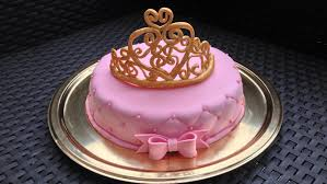 decoration cupcake anniversaire gâteau princesse effet matelassé sur faux fraisier les