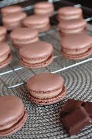 macaron herv cuisine les chtis gâteaux d hervé macarons chocolat au lait yuzu les