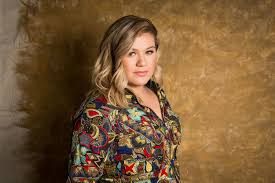Chandelier Lyrics Meaning Kelly Clarkson U0027s Stories Behind Piece By Piece Hosting American