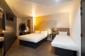 chambre b b hotel b b hôtels dévoile nouveau concept urbain