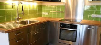 travail en cuisine comment protéger un plan de travail en bois