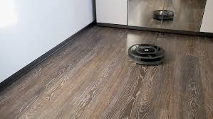 the vacuum cleaner removes the floor covered with a laminate