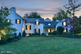 we are smitten with this 3 3m new england style estate in
