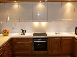 cuisine moderne et blanc cuisine noir et blanc laqu awesome rnovation dco cuisine laque