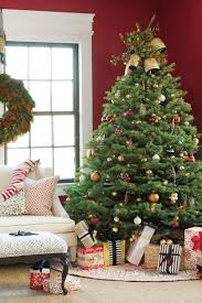 get the look traditional christmas tree southern living