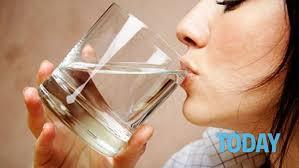 due litri di acqua quanti bicchieri sono otto bicchieri d acqua al giorno per depurarsi dopo le feste