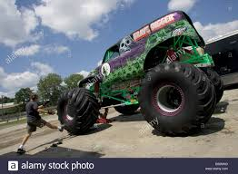 pics of grave digger monster truck monster truck grave digger prior to the monster truck challenge at